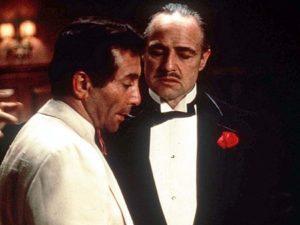 """Vito Corleone, y Johnny Fontane en El Padrino. """"Le haré una oferta que no podrá rechazar""""."""