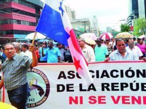 Docentes exigen al Órgano Ejecutivo respuestas coherentes. (Foto: La Estrella de Panamá).