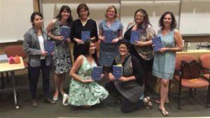 Las escritoras y poetas participantes en la compilación *Boobs: women explore what it means to have breasts* © Caitlin Press.