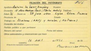 Tarjeta de filiación del fotógrafo desaparecido.