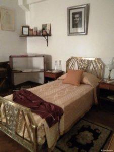 La pieza que ocupara García Lorca en el hotel Castelar de Buenos Aires es hoy una habitación museo.