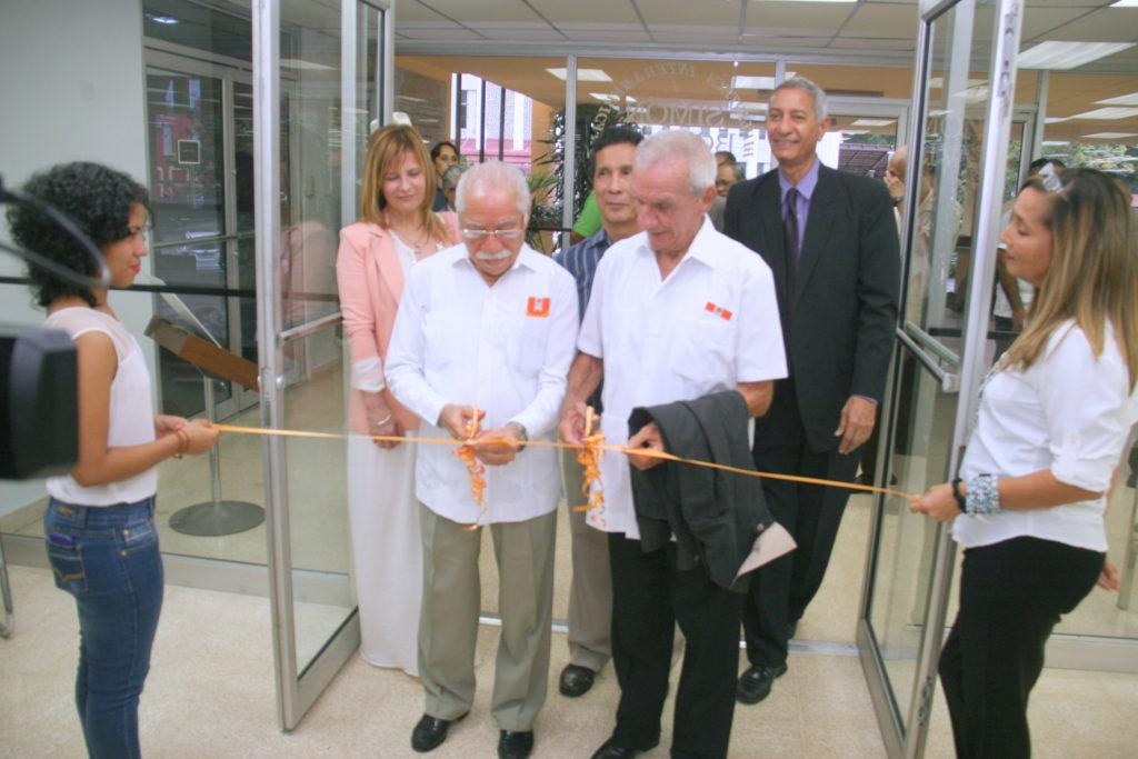 Edilberto Mendez y Efraíb Reyes Medina Inauguran la exposición Bayano 40 Años (Foto Bayano 18 de agosto 2016)
