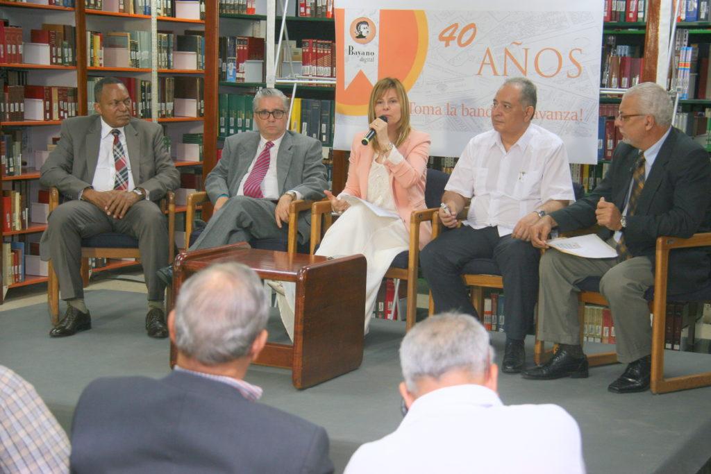 Panel sobre coyuntura política-mediática global: la experiencia suramericana y el papel de los medios alternativos.