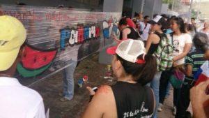 Jóvenes del movimiento El Kolectivo vuelven a las calles a pintar murales en defensa de la dignidad nacional. (Foto: El Kolectivo).