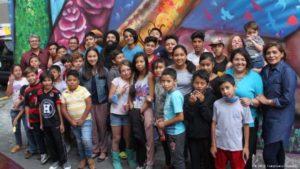 Todos los participantes en el taller sobre muralismo organizado por Prosigue y la embajada alemana en Ciudad de México.