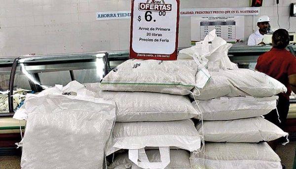 Oferta de arroz en lugares de expendio en Panamá. (Foto: Panamá América).